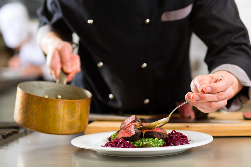 Divise da chef: come scegliere l'abbigliamento professionale da cucina
